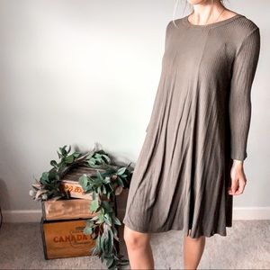 Evereve Lush Olive Green Long Sleeve Dress 🌿